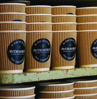 kaffekopper-i-papp-hos-avdemsbue